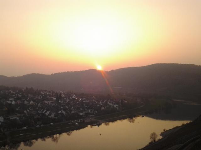 Sonnenuntergang über Pünderich